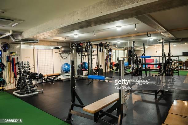 トレーニング ジムのショット - スポーツ施設 ストックフォトと画像