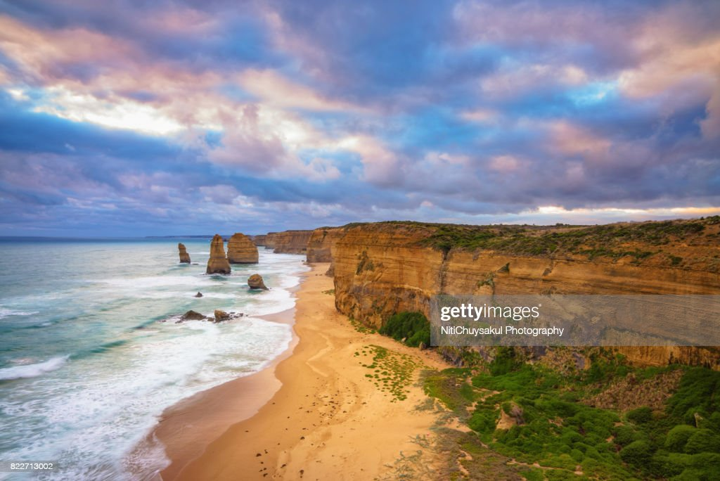 Shot of Twelve Apostles Sea Rocks at Port Campbell National Park : Stock Photo