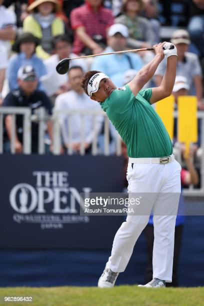 Shota Akiyoshi of Japan hits his tee shot on the 1st hole during the final round of the Mizuno Open at the Royal Golf Club on May 27 2018 in Hokota...