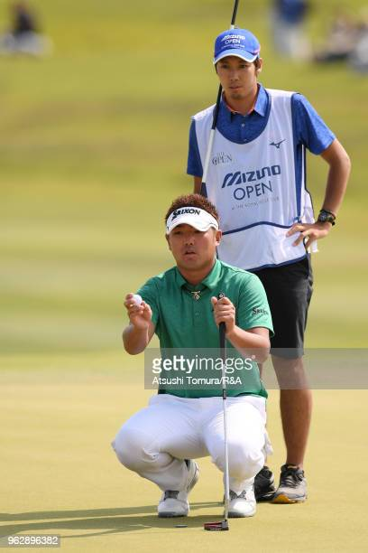 Shota Akiyoshi of Japan lines up his putt on the 18th hole during the final round of the Mizuno Open at the Royal Golf Club on May 27 2018 in Hokota...