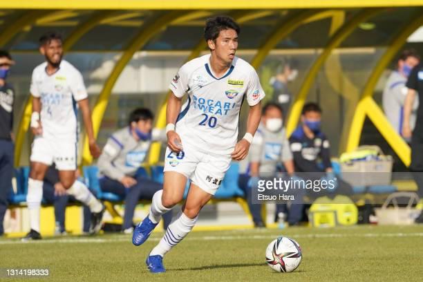 Shota Fukuoka of Tokushima Vortis in action during the J.League Meiji Yasuda J1 match between Kashiwa Reysol and Tokushima Vortis at Sankyo Frontier...