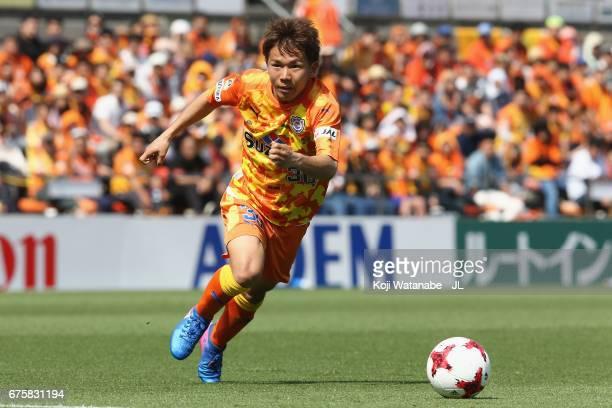 Shota Kaneko of Shimizu SPulse in action during the JLeague J1 match between Shimizu SPulse and Vegalta Sendai at IAI Stadium Nihondaira on April 30...
