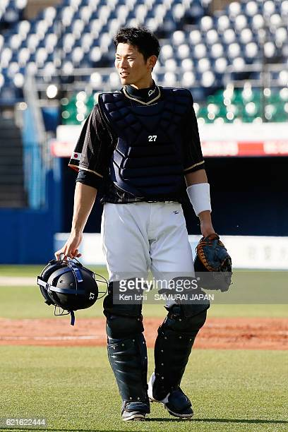 Shota Ohno of Samurai Japan walks during the Japan national baseball team practice session at the QVC on November 7 2016 in Tokyo Japan