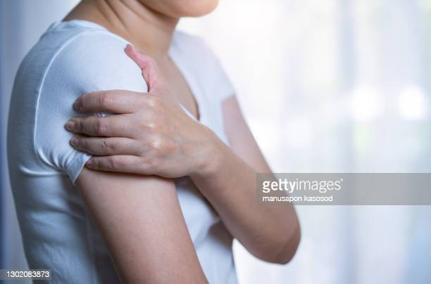 shoulder pain. - arm stock pictures, royalty-free photos & images