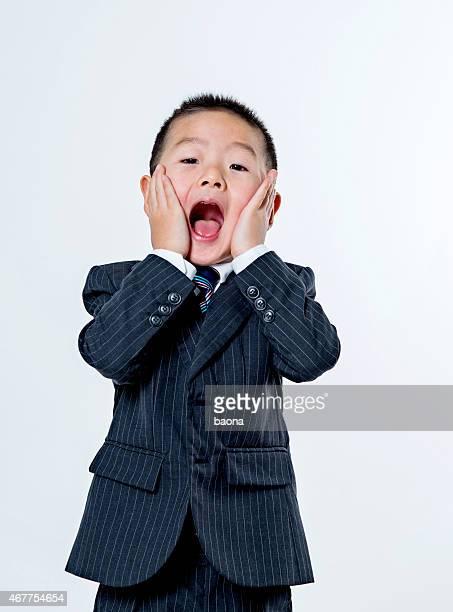 gritar - surprise face kid - fotografias e filmes do acervo