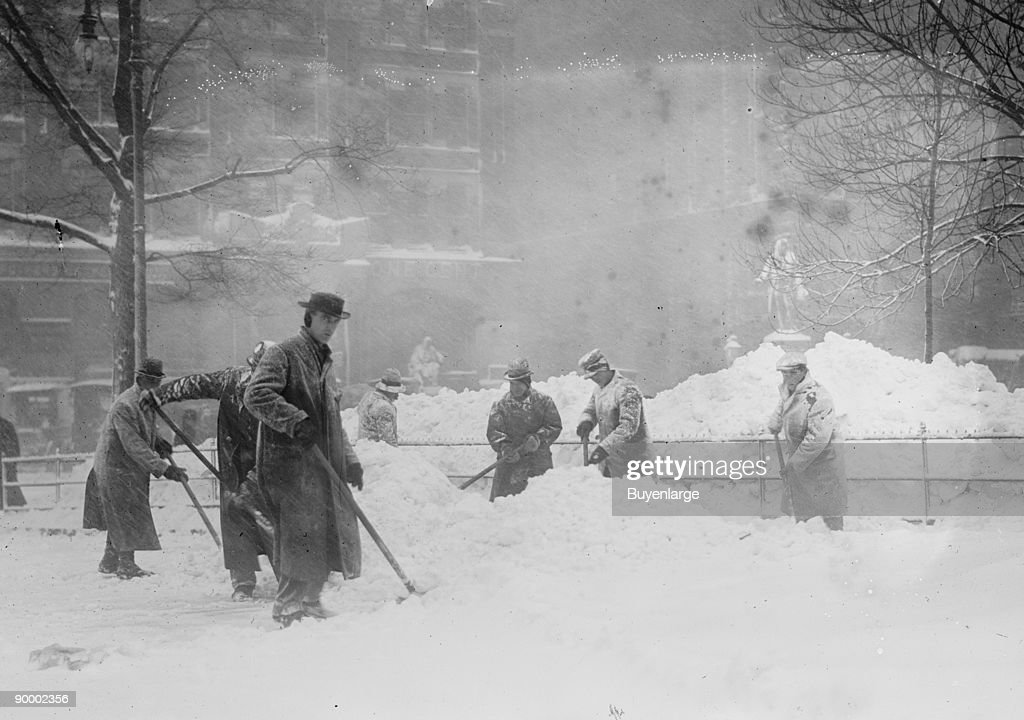 Shoveling Snow in City Hall Park, Manhattan, NYC : News Photo