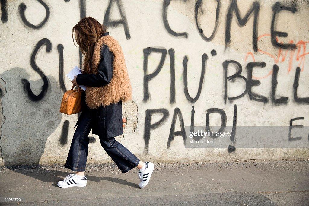 Street Style: February 25 - Milan Fashion Week Fall/Winter 2016/17 : News Photo