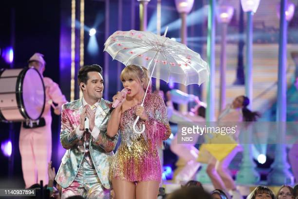 AWARDS Show Backstage 2019 BBMA at the MGM Grand Las Vegas Nevada Pictured Brendon Urie and Taylor Swift