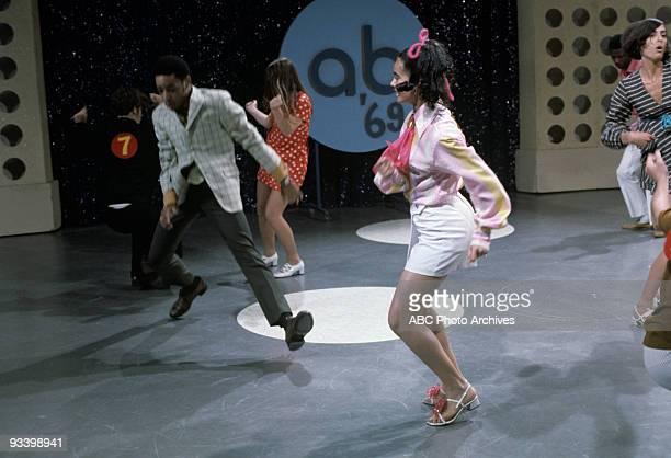 BANDSTAND 'Show Coverage' 1969 Doug Robinson Aurelia Saunders