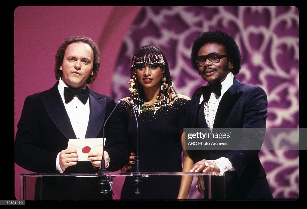 ROBERT JOHN (L) WITH PEACHES & HERB : News Photo