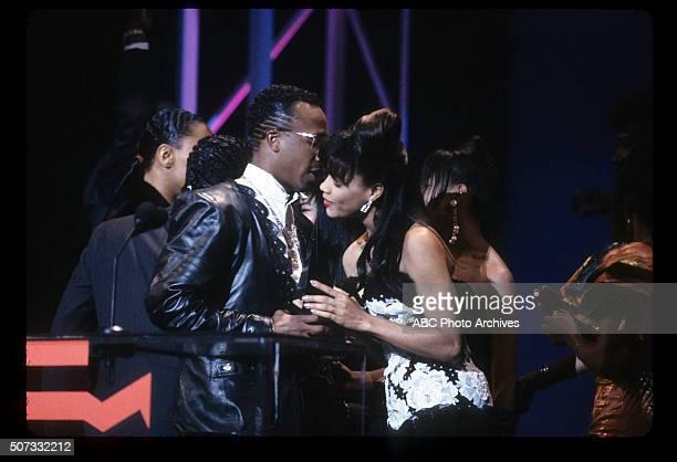 January 28 1991 MC HAMMER FAVORITE RAP ALBUM FOR PLEASE HAMMER DON'T HURT 'EM WITH PRESENTER PERRI PEBBLES REID