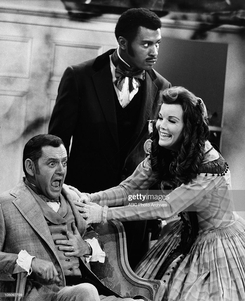 TONY RANDALL;NANETTE FABRAY;SCOEY MITCHELL : News Photo