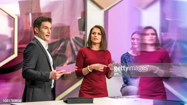 tv show host adressing the camera - television show stock pictures, royalty-free photos & images