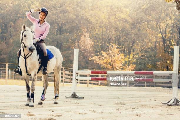 competição de salto da mostra - evento equestre - fotografias e filmes do acervo