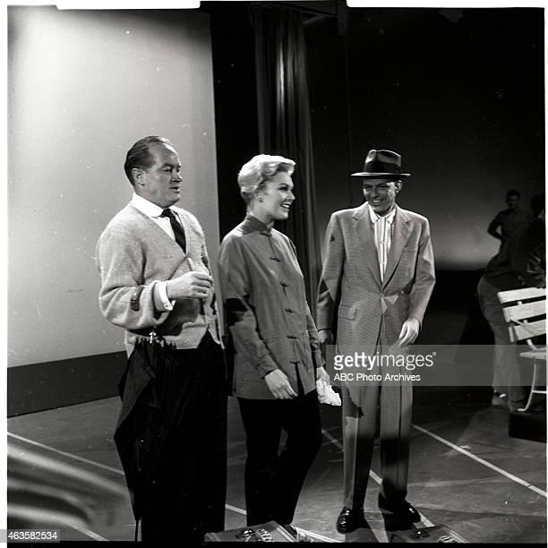 Show Premiere - Airdate: October 18, 1957. L-R: BOB HOPE;KIM NOVAK;FRANK SINATRA