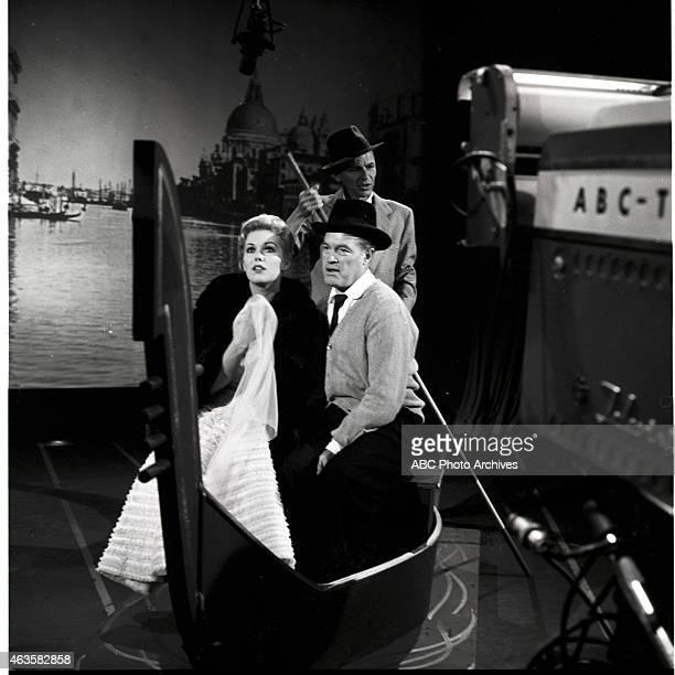 Show Premiere - Airdate: October 18, 1957. L-R: KIM NOVAK;BOB HOPE;FRANK SINATRA