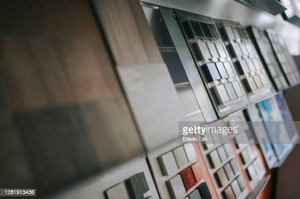 mostra visualizzazione sala con variazione di scelte sul tipo di riquadri - pietra materiale da costruzione foto e immagini stock