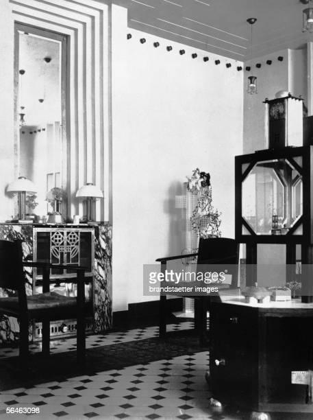 Show room of the Wiener Werkstaette in Vienna VII Neustiftgasse 3234 Around 1905 Photographie [Ausstellungsraum der Wiener Werkstaette in Wien VII...