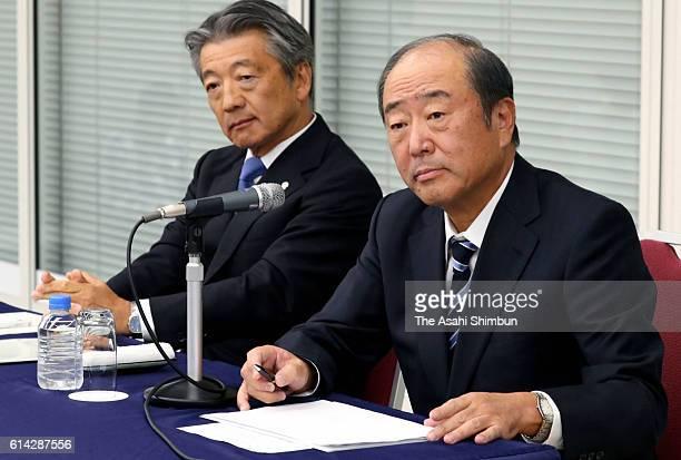 Showa Shell Sekiyu KK President Tsuyoshi Kameoka and Idemitsu Kosan Co President Takashi Tsukioka attend a press conference on October 13 2016 in...