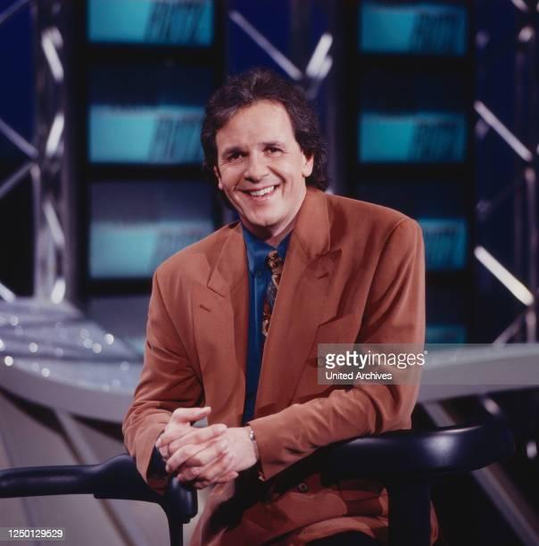 ShowFritz, Moderator Fritz Egner präsentiert internationale TV-Shows und Gäste, Deutschland 1992.