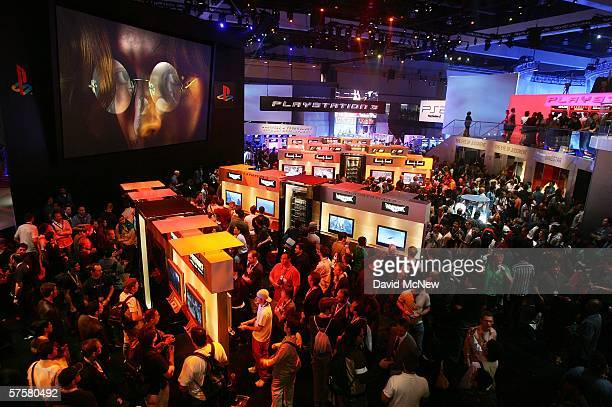 Show-goers crowd the PlayStation 3 exhibit on day one of the Entertainment Software Association's 2006 Electronic Entertainment Expo at the Los...