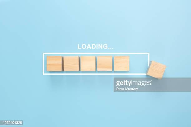 showing loading bar with wood cube