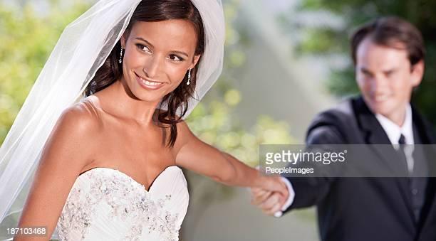 Mostrando a su esposa nuevo