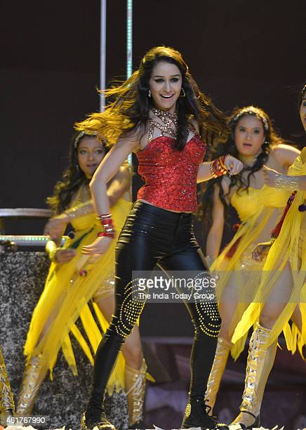 Shraddha Kapoor performing in Life ok screen awards 2015