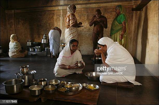Shravana Belgola meal of a Digambara Jain monk He collects in his palms the food offered by devotees The Digambara monks renounced all wordly...