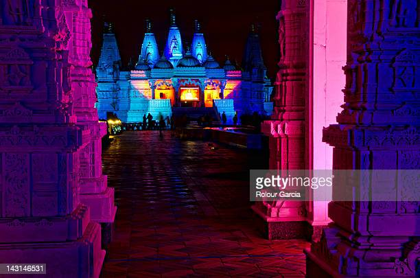 shri swaminarayan mandir at night - rolour garcia stock pictures, royalty-free photos & images