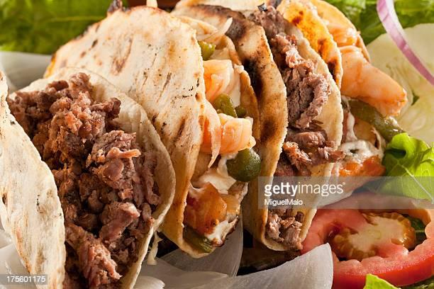 camarão e fajita tacos - carne assada imagens e fotografias de stock