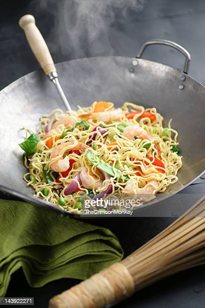 Camarão Chow Mein