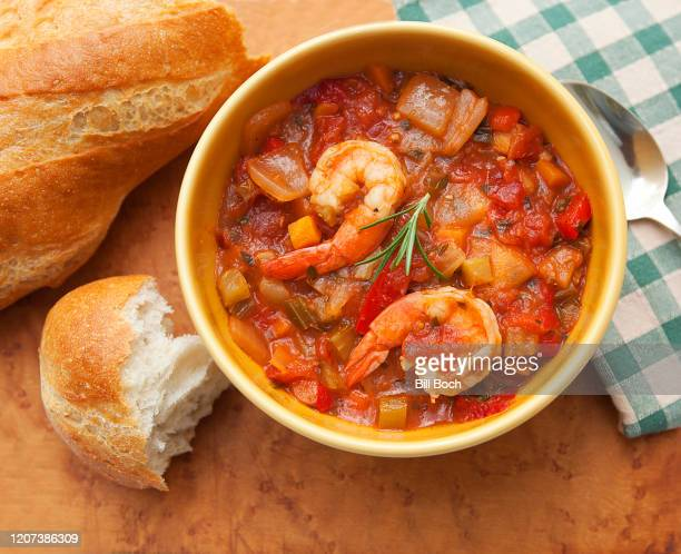 shrimp gumbo with rustic bread, spoon an napkin on a wood table - part of a series - 西インド諸島文化 ストックフォトと画像