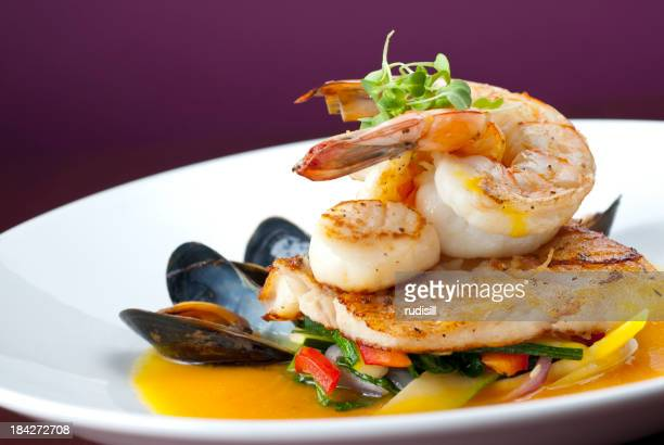 Noix de Saint-Jacques, crevettes, des moules