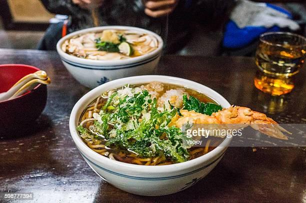 shrimp tempura noodle, japan - vsojoy stockfoto's en -beelden
