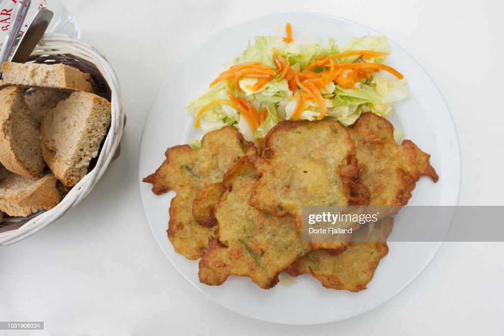 Shrimp tortillas with some lettuce on a white plate on a white table : Foto de stock