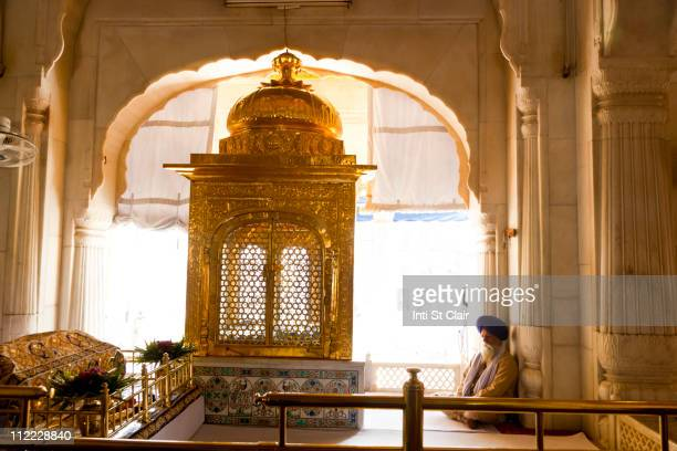 shrine inside golden temple - golden temple india stock pictures, royalty-free photos & images