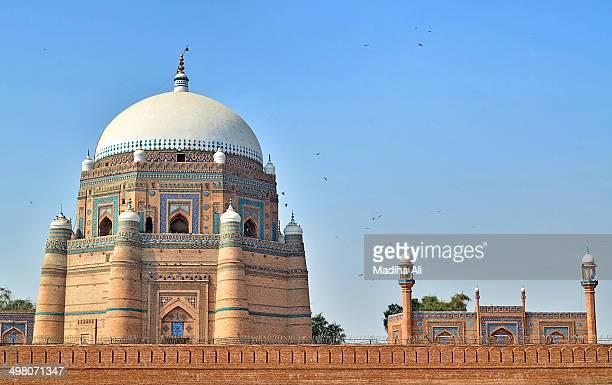 shrine of hazrat shah rukn-e-alam, multan - multan stock photos and pictures