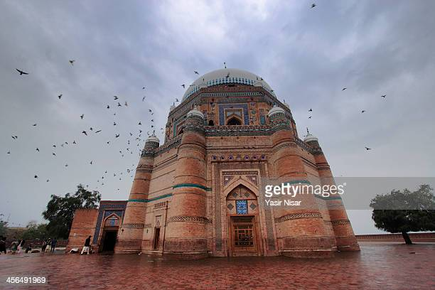 shrine of shah rukn-i-alam - multan stock pictures, royalty-free photos & images