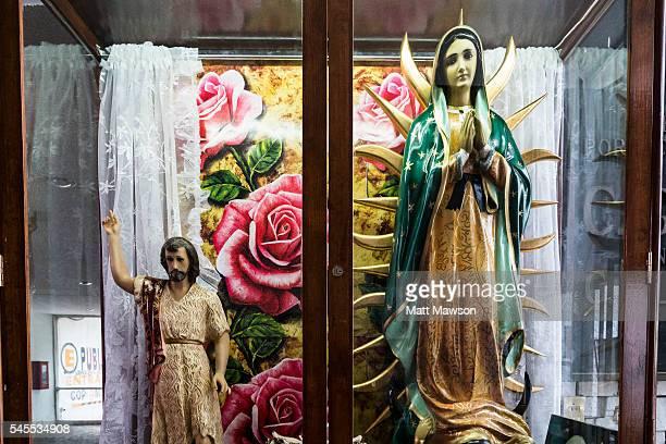shrine of the virgin mexico city - virgen de guadalupe fotografías e imágenes de stock