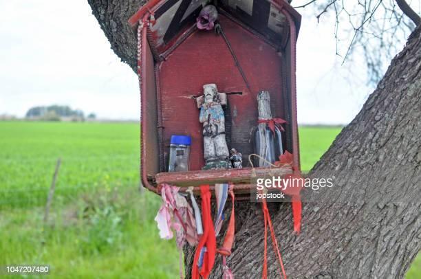 shrine to gauchito gil in las moscas, entre rios province, argentina - gauchito gil fotografías e imágenes de stock