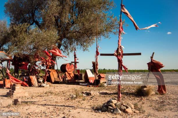 shrine to gauchito gil - gauchito gil fotografías e imágenes de stock