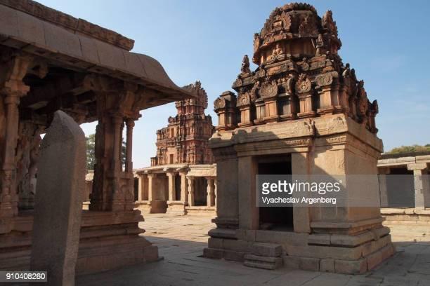 shrines of sri krishna temple, ancient ruins of hampi - argenberg ストックフォトと画像