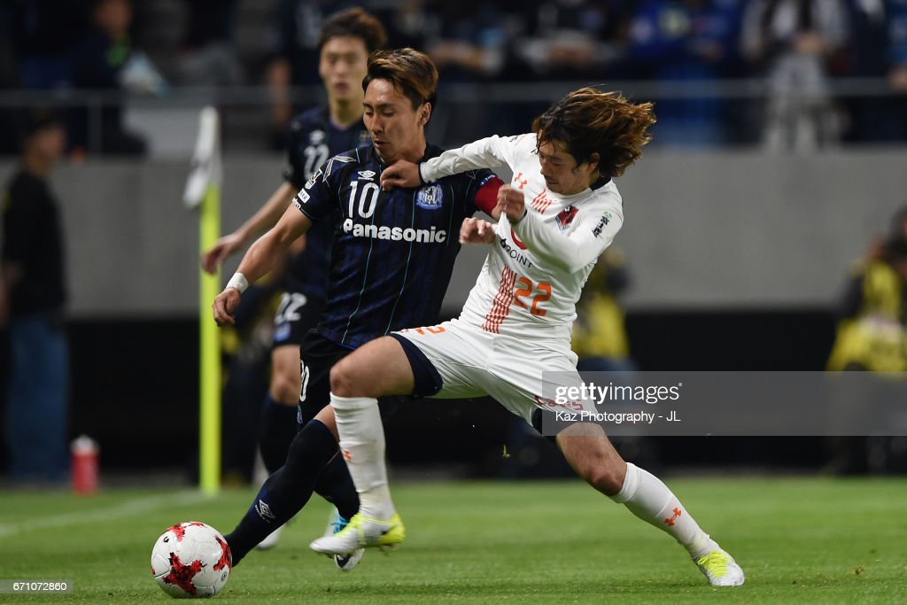 Shu Kurata of Gamba Osaka and Takuya Wada of Omiya Ardija compete for the ball during the J.League J1 match between Gamba Osaka and Omiya Ardija at Suita City Football Stadium on April 21, 2017 in Suita, Osaka, Japan.