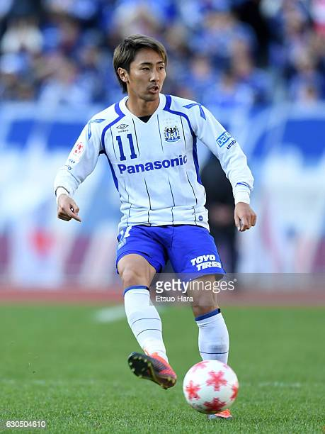 Shu Kurata of Gamba Osaka in action during the 96th Emperor's Cup quarter final match between Yokohama FMarinos and Gamba Osaka at Nissan Stadium on...