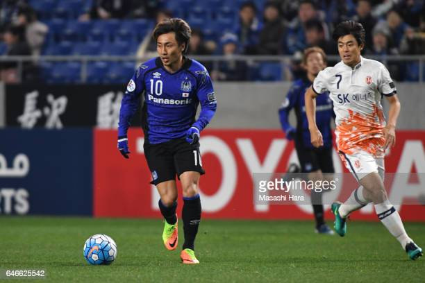 Shu Kurata of Gamba Osaka in action during the AFC Champions League Group H match between Gamba Osaka and Jeju United FC at the Suita City Football...
