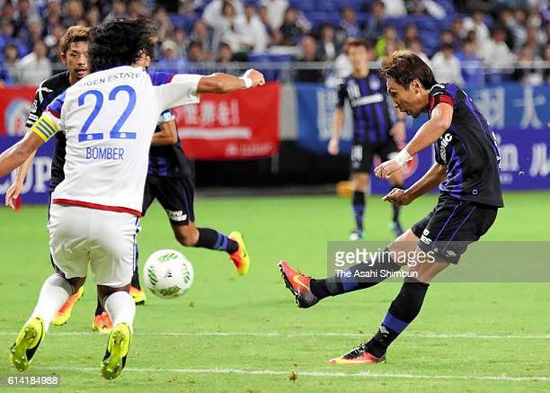 Shu Kurata of Gamba Osaka shoots at goal during the JLeague Levain Cup semi final first leg match between Gamba Osaka and Yokohama FMarinos at Suita...