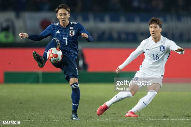Shu of Japan in action during the EAFF E1 Men's Football Championship between Japan and South Korea at Ajinomoto Stadium on December 16 2017 in Chofu...