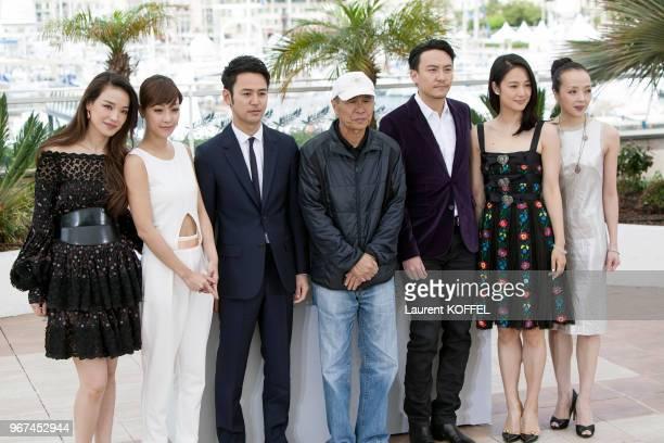 Shu Qi Hsieh HsinYing Tsumabuki Satoshi Hou HsiaoHsien Chang Chen Zhou Yun et Sheu FangYi lors du photocall du film 'The Assassin' pendant le 68eme...