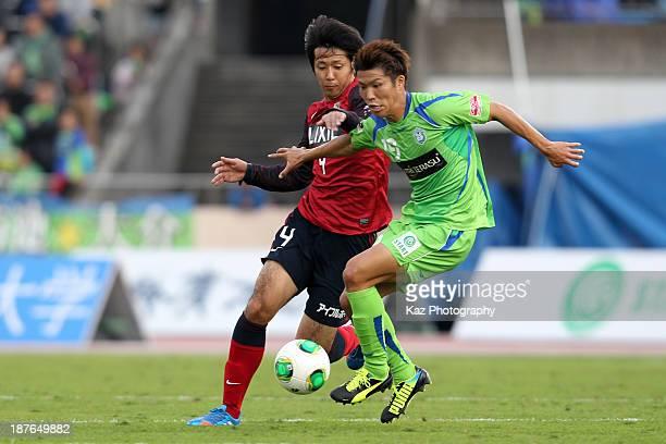 Shuhei Otsuki of Shonan Bellmare and Kazuya Yamamura of Kashima Antlers compete for the ball during the J.League match between Shonan Bellmare and...